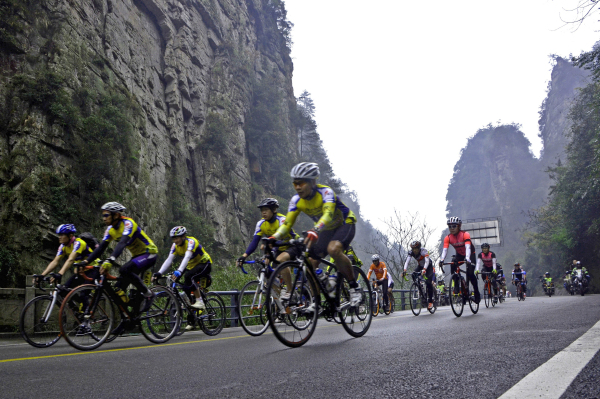 The Largest Cycling Race Holds in Zhangjiajie Wulingyuan