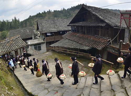 Dong Bride Festival Celebrated in Tongdao Dong Autonomous County